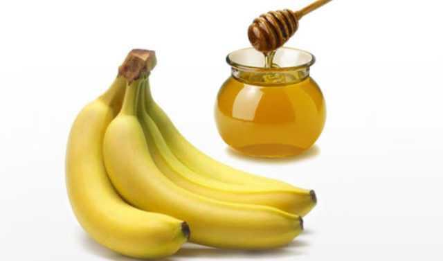 Рецепт маски Домашняя маска для волос из банана и мёда от секущехся волос