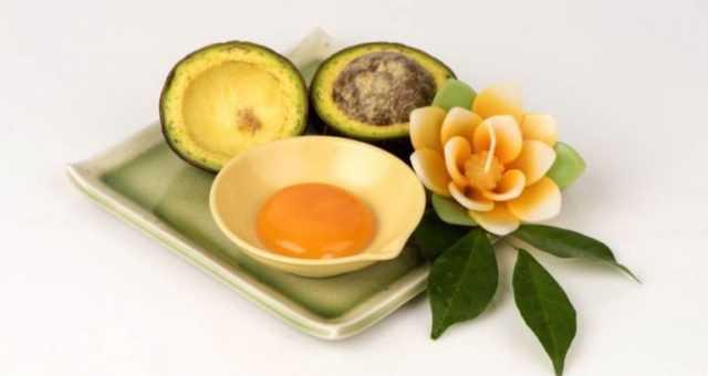 Рецепт Маска из авокадо, яйца и масла против секущехся кончиков волос