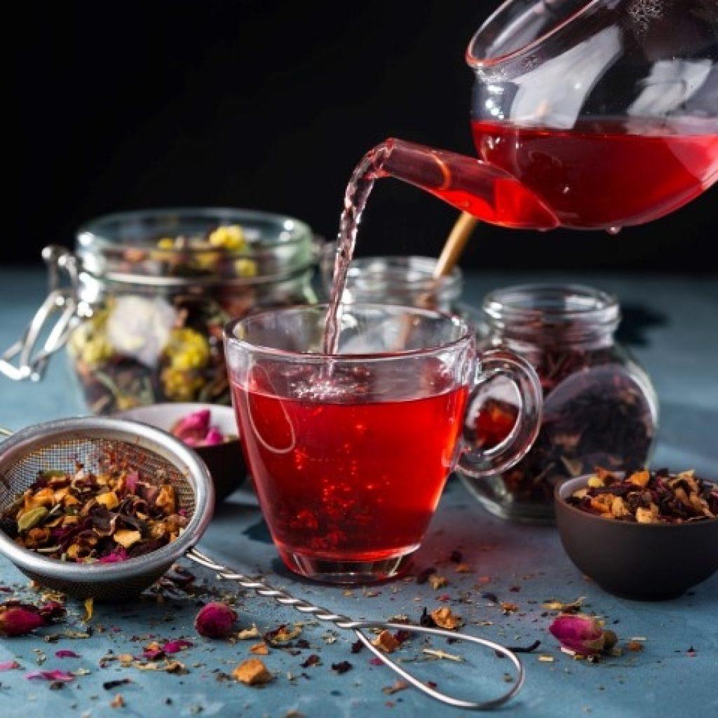 Чай каркаде повышает или понижает давление: следует пить горячий или холодный напиток, а также как его правильно заваривать