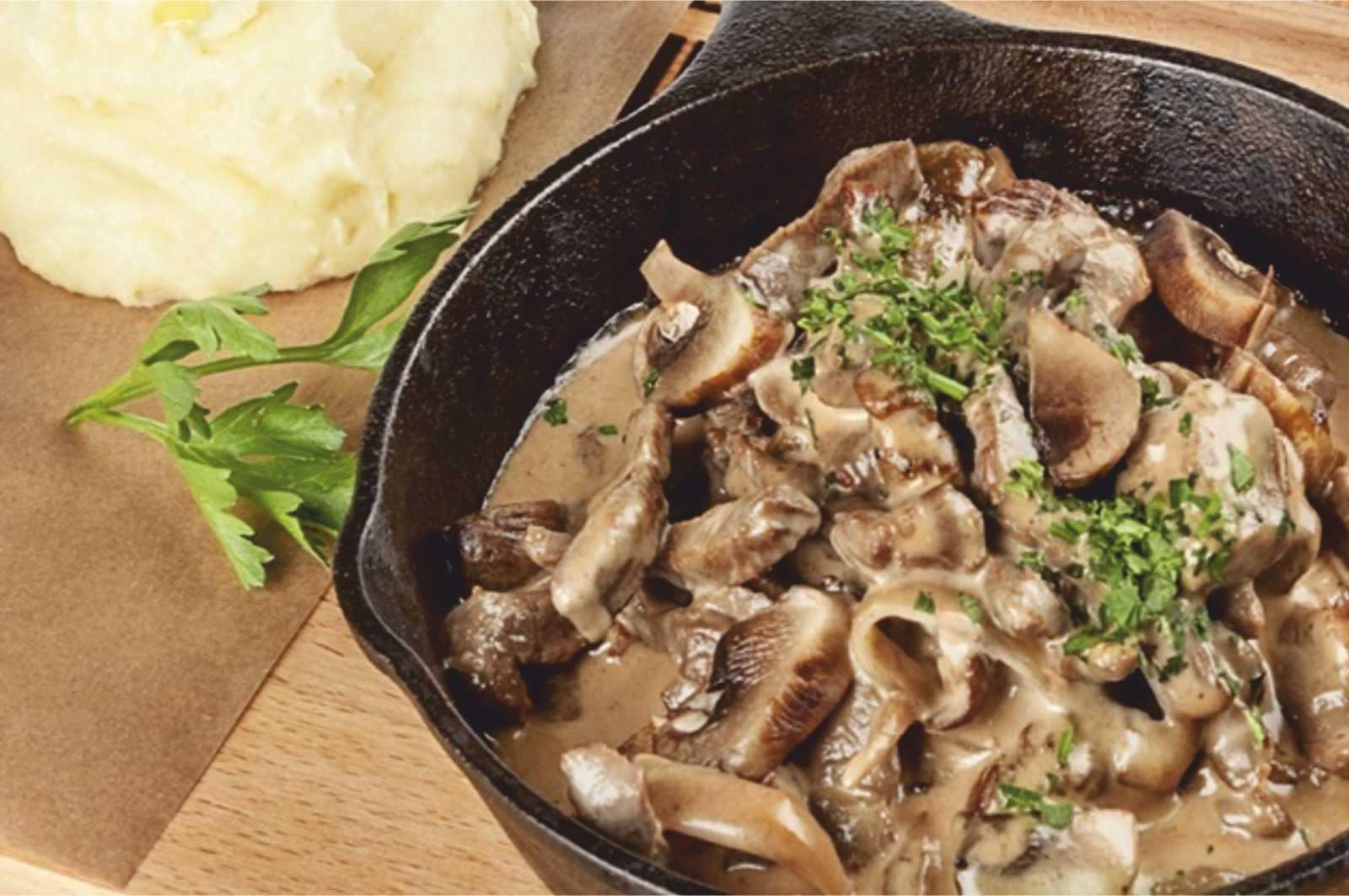 Бефстроганов из говядины с грибами на новый год