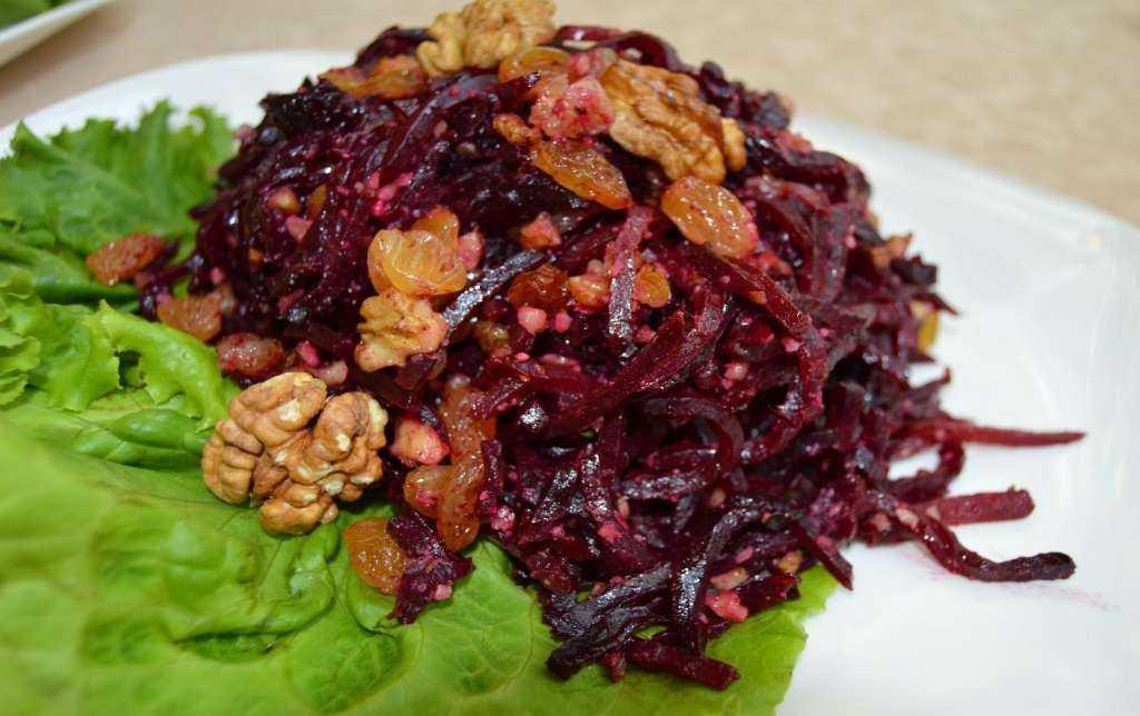 Рецепт салата со свеклой, черносливом и грецкими орехами