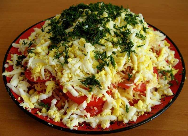 Салат из помидоров с плавленым сыром
