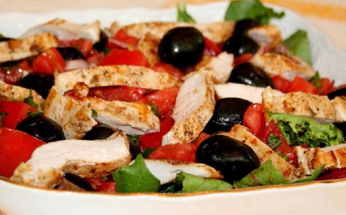 Салат с оливками с куриным филе