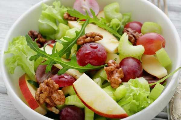 Салат «Вальдорфский» с яблоками