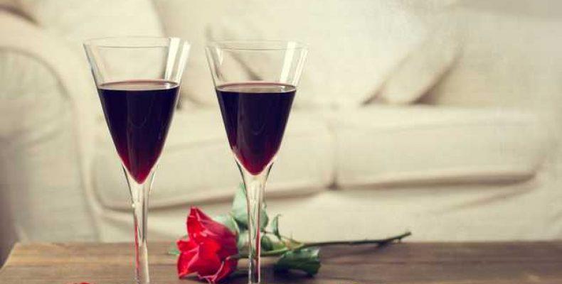 Маска для жирных волос из красного вина и роз